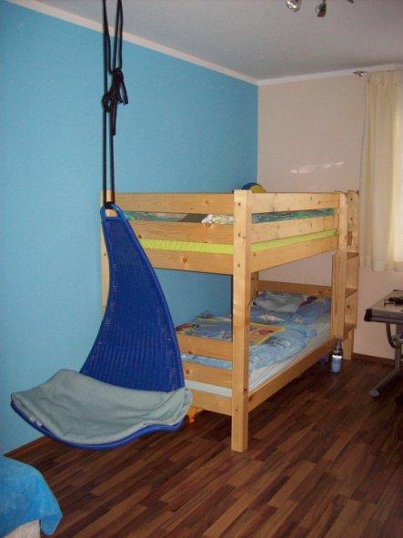 Das Bett bekommt noch weiße Farbe