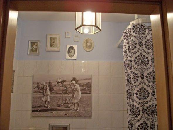Blick von der Küche ins Bad