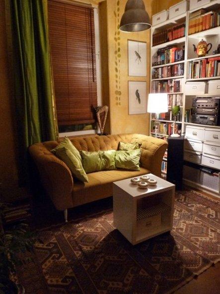 Der helle Teppich ist gerade ins Schlafzimmer gewandert, der neue Teppich ist wieder mal von Ebay und wird hier liegen, bis ich den perfekten Teppich