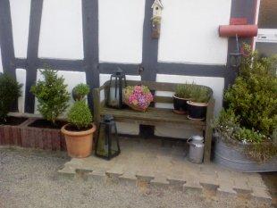 Tipp & Trick 'dekorierte Gartenbank'
