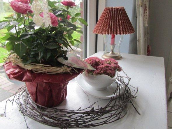 ein bisschen Herbst...die schöne Rose habe ich von Tilla bekommen :-)))