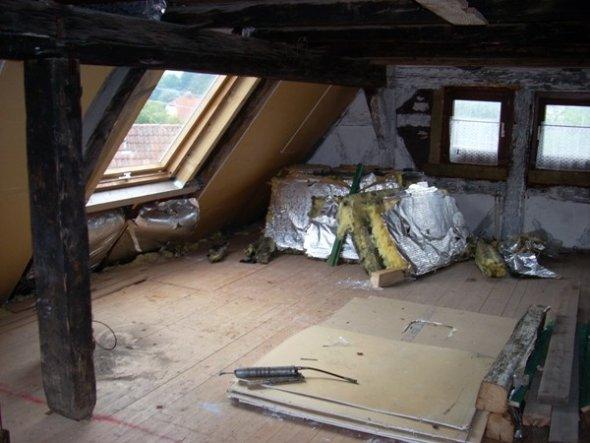 Ganz zum Anfang war noch nicht einmal ein Dachfenster drin. Wurde erst von uns einbauen lassen.