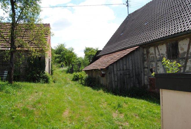 Das Backhäusle gehört auch zu uns, wenn auch kein Bauplatz, aber irgendwann unser Garten.