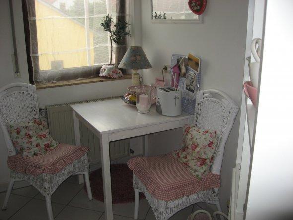 Stühle und Tisch geweißt - Shabby Stil
