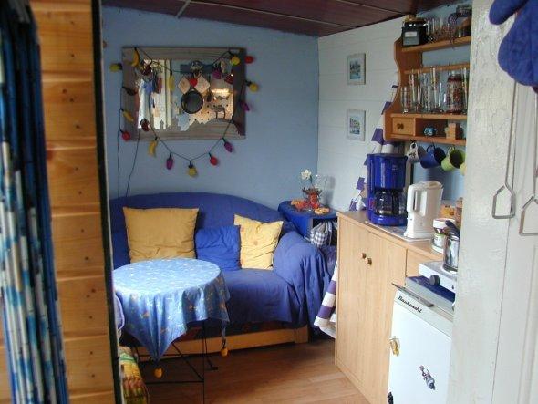 Unseer kleines Domizil. Auf 6 Quadratmetern finden sich Küche, Wohn- Schlafzimmer Umkleide und Abstellkammer in einem.