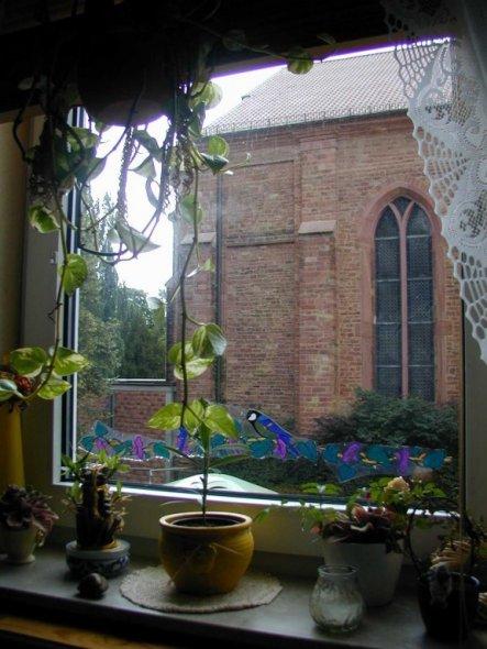 """Aussicht aus dem Küchenfester auf meinen """"Wecker"""" eine Kirche. Das war aber nicht der Grund für meinen Umzug."""