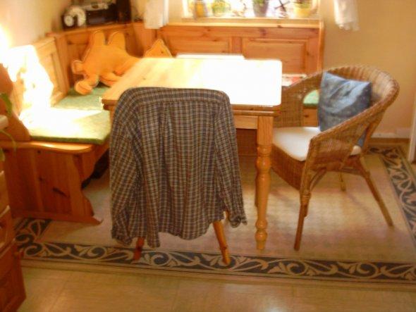 Meine gemütliche Frühstücksecke. Tisch und Korbsessel sind mit mir umgezogen. Die Eckbank hat leider nicht in die neue Küche gepasst und ist mit unser