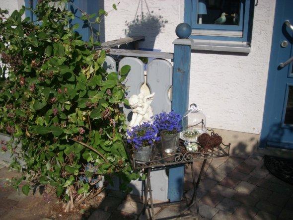 Hausfassade / Außenansichten 'vor dem Haus... 2009'