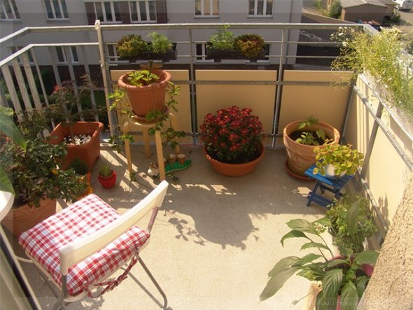 terrasse balkon 39 balkonien 39 ikea aussenlager o zimmerschau. Black Bedroom Furniture Sets. Home Design Ideas
