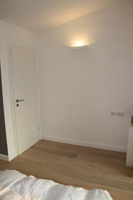 Hinter der linken Tür verbirgt sich ein zukünftiges Duschbad.