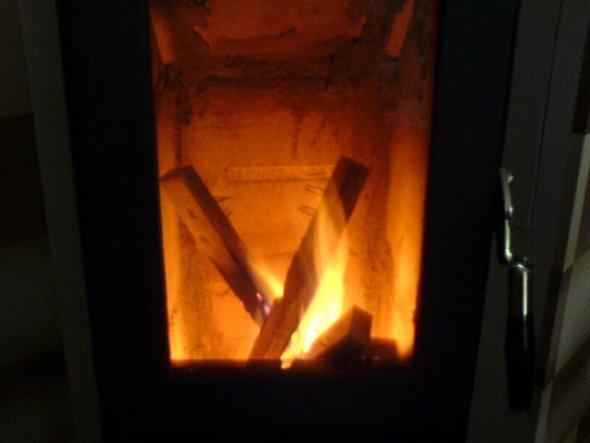 Der Schorni war keine 5 min. aus dem Haus und schon brannte das erste Feuer. Werde den Ofen nie wieder missen !!