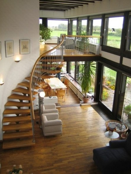 hier kann man die beiden wintergärten und die treppe recht gut sehen.
