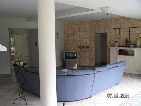 der kleine wohnbereich für gäste.