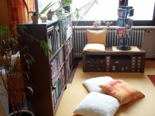 Wohnzimmer und Bibliothek
