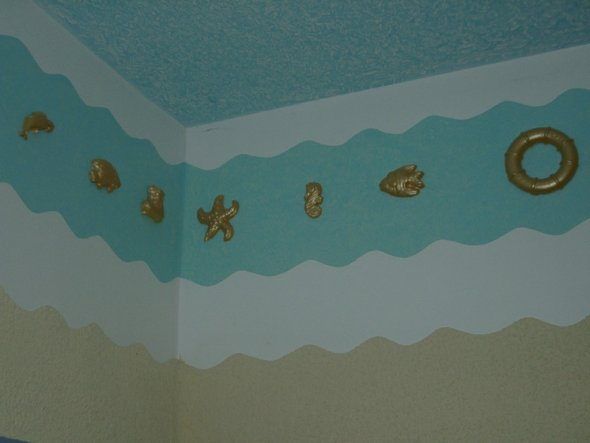 augemaltes Wandfries mit selbst hergestellten Stuckelementen, Decke in Wickeltechnick ausgeführt