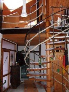 die Treppe als verbindung zwischen den beiden Etagen