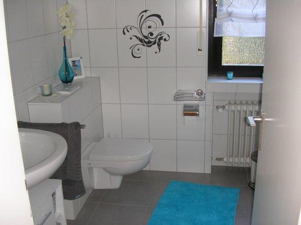 bad 39 kleines badezimmer 39 die gr ne ruhe zimmerschau. Black Bedroom Furniture Sets. Home Design Ideas