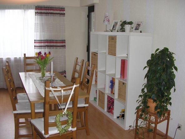 auch hier mit neuen Seitengardinen...   ... ich leibäugel momentan mit Stühlen mit weißem Lederbezug. Stell ich mir in unserem Wohnzimme