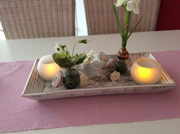 Kleine Tischdeko......die immer wieder geändert wird ;-)