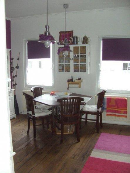 """Die """"stille"""" Seite in weiß, Wand einfach verPutzt und weiß gestrichen.   Der Esstisch ist noch eine Zwischenlösung vom Sperrmü"""