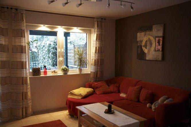 Wohnzimmer Ideen Braun: Wohnzimmer streichen schlichte farbe ochra ...