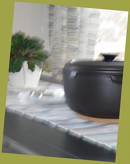 Unser kleiner französischer Schmortopf –für leckere Wintergericht. Zu schön um in einer Schublade zu verschwinden.