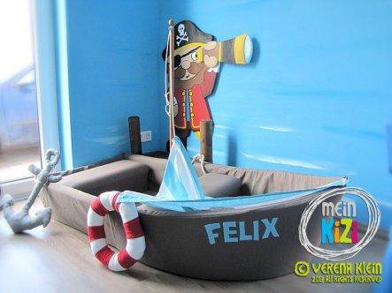 Wie bei einem echten Schiff, kann man das Segel hissen. ;)