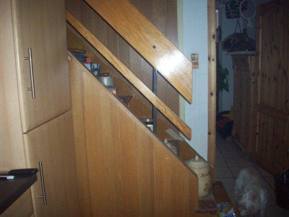 Habt Ihr schon mal so einen häßlichen Treppenaufgang gesehen?