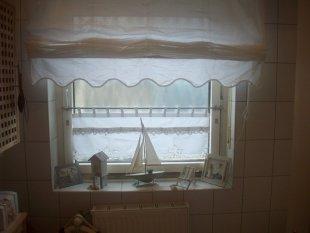 Bad 39 das kleine duschbad 39 cottage zimmerschau - Raffrollo bad ...