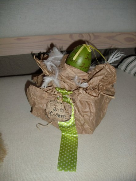 Als Gehilfe des Osterhasen- Geschenkvariation- er hat ja die Tage tierisch viiiiel zu tun ;-)