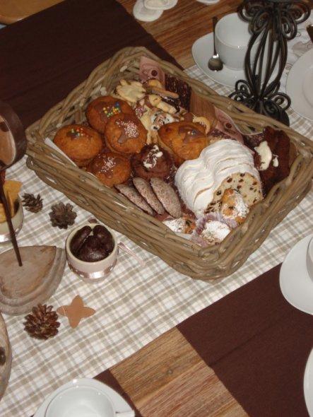 weihnachtsmuffins, stollenkonfekt und natürlich lebkuchen und allerlei hüftgoldiges.....