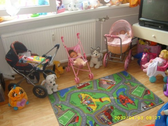 Schlafzimmer 39 mein kinderzimmer und schlafzimmer 39 wohnung von einer gro en familie zimmerschau - Schlafzimmer kinderzimmer ...