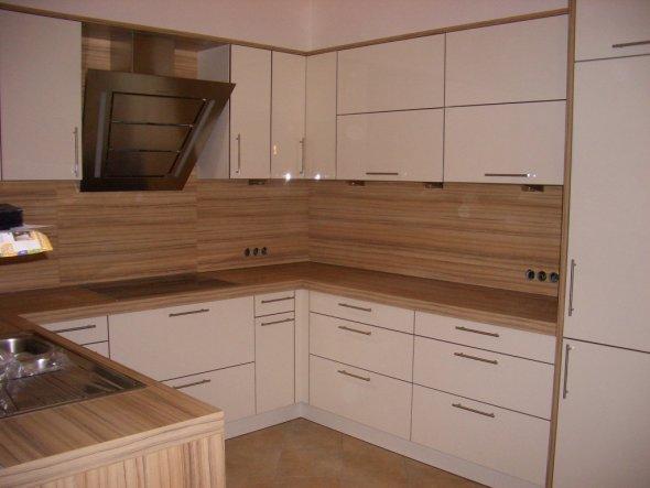 Hier mal ein Teil der Küche.