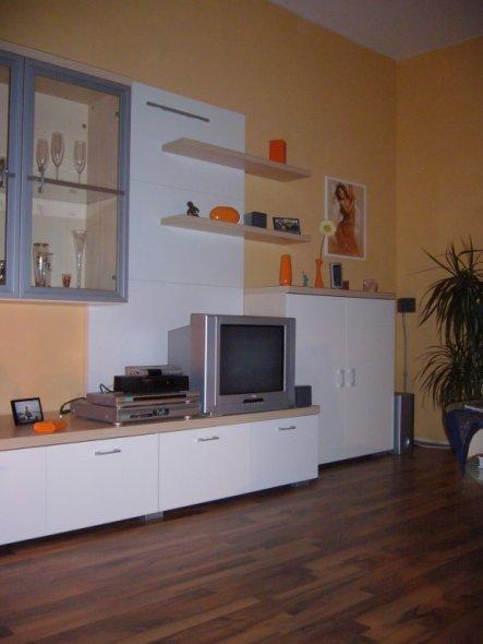 wohnzimmer 39 modernes wohnen 39 bei freunden zimmerschau. Black Bedroom Furniture Sets. Home Design Ideas