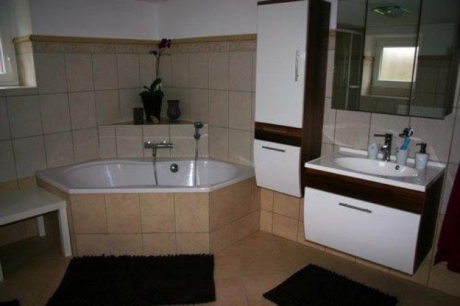 Nachdem wir 2010 ein heftiges Hochwasser hatten wurde unsere gesamte untere Etage überflutet und wir mussten das Badezimmer neu einrichten. Dank der S