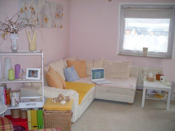 Den Tisch habe ich extra an der Seite, weil vor der Couch mein Sohn auf einer Decke spielt....  Ich liebe Ikea und Impressionen :-)
