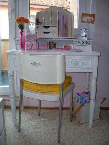Ich liebe diesen Sekretär... hier will ich mir noch einen schönen altmodischen Stuhl besorgen...