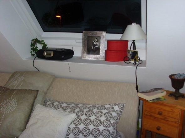 schlafzimmer 39 neues schlafzimmer im dachspiz 39 klein und. Black Bedroom Furniture Sets. Home Design Ideas