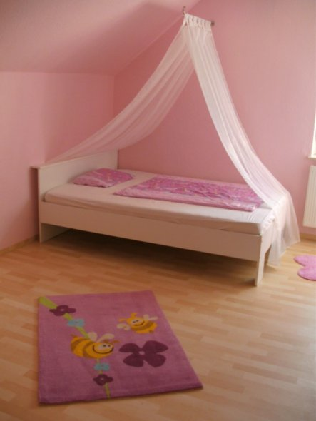 kinderzimmer 39 eva 39 s rosa traum 39 tief im nirgendwo zimmerschau. Black Bedroom Furniture Sets. Home Design Ideas