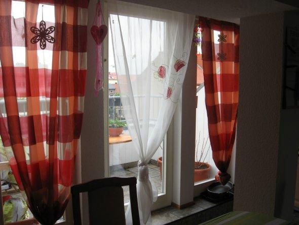 k che 39 k che mit balkonfenster 39 mein domizil zimmerschau. Black Bedroom Furniture Sets. Home Design Ideas