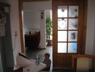 Küche mit Balkonfenster