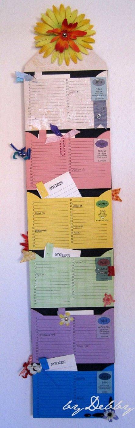 Diesen Jahreskalender habe ich aus Umschlägen gemacht.