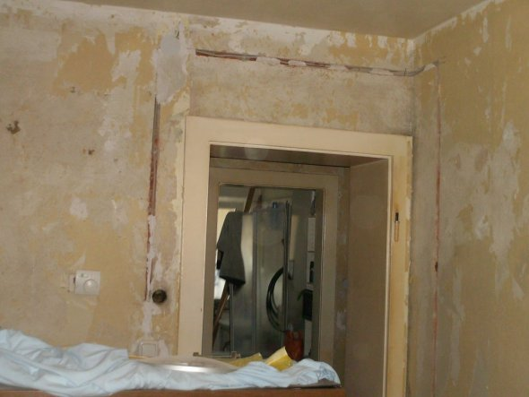 so alles abgerissen elektriker neue leitungen verlegt, soviel dreck grauen voll