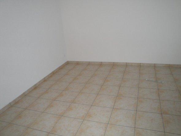 Der frisch verlegte Wohnzimmerboden