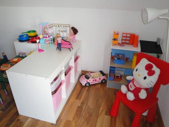 großes Kinderzimmer einrichten Lesseecke Farb