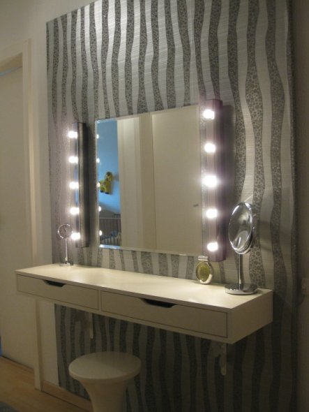 flur diele 39 selbstgebauter schminktisch 39 home sweet home zimmerschau. Black Bedroom Furniture Sets. Home Design Ideas