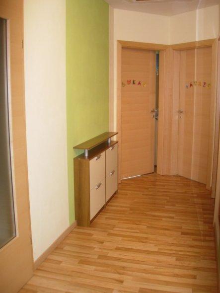 flur diele 39 vorraum 39 spitzvilla zimmerschau. Black Bedroom Furniture Sets. Home Design Ideas