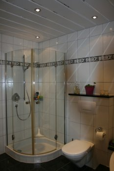 bad 39 unsere neue badestube 39 immer noch klein und immer noch mein zimmerschau. Black Bedroom Furniture Sets. Home Design Ideas