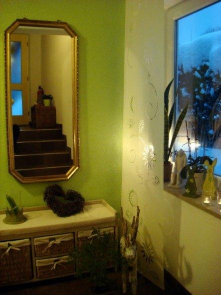 der Spiegel war früher ein Engelbild, geerbt von meiner Oma...ich fand den Rahmen so toll.