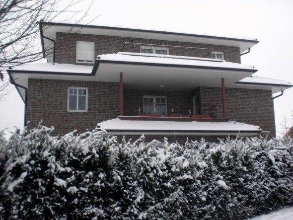 Der Blick auf unseren verschneiten Balkon
